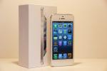 iPhone 5 in weiß und Verpackung